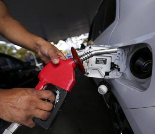 Preço médio da gasolina sobe e atinge recorde para o consumidor
