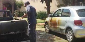 Carros incendiados em Andradas