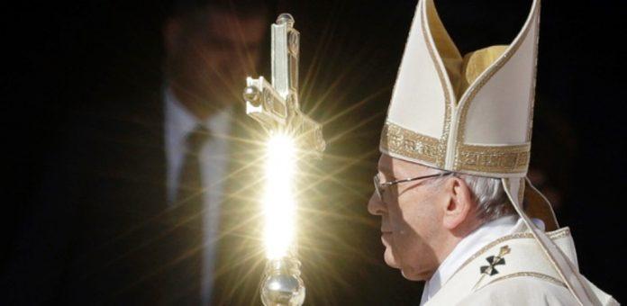 Papa canoniza 35 novos santos