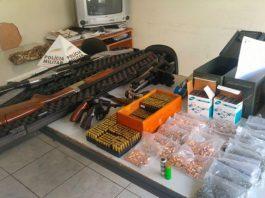 Comerciante é preso com armas guardadas em apartamento
