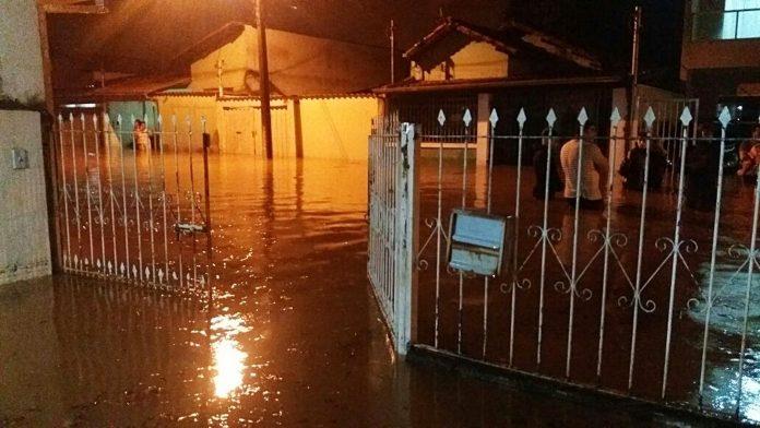 Pouso Alegre sofre com fortes chuvas nesta madrugada