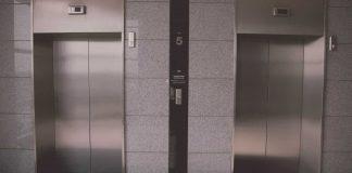 Criança de 4 anos é prensada por elevador e morre em Minas Gerais