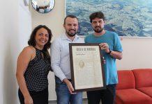 Historiador resgata um raro exemplar do Jornal do ano 1928 e entrega para a Prefeitura