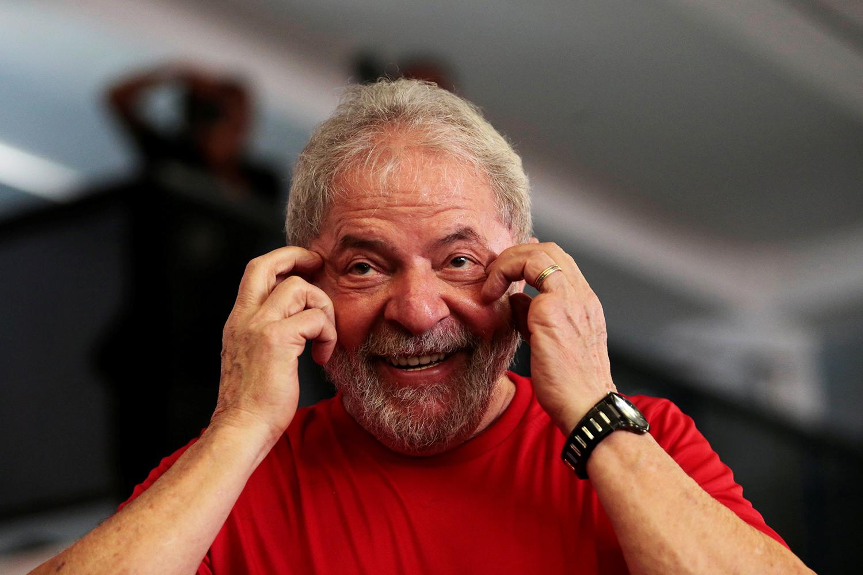 Lula mais uma vez escapa da prisão por novo adiamento do STF