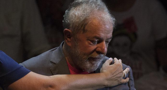 Depois de decisão de Moro, Lula diz que não vai se entregar